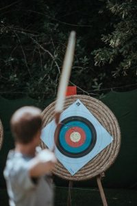 archer-hitting-target